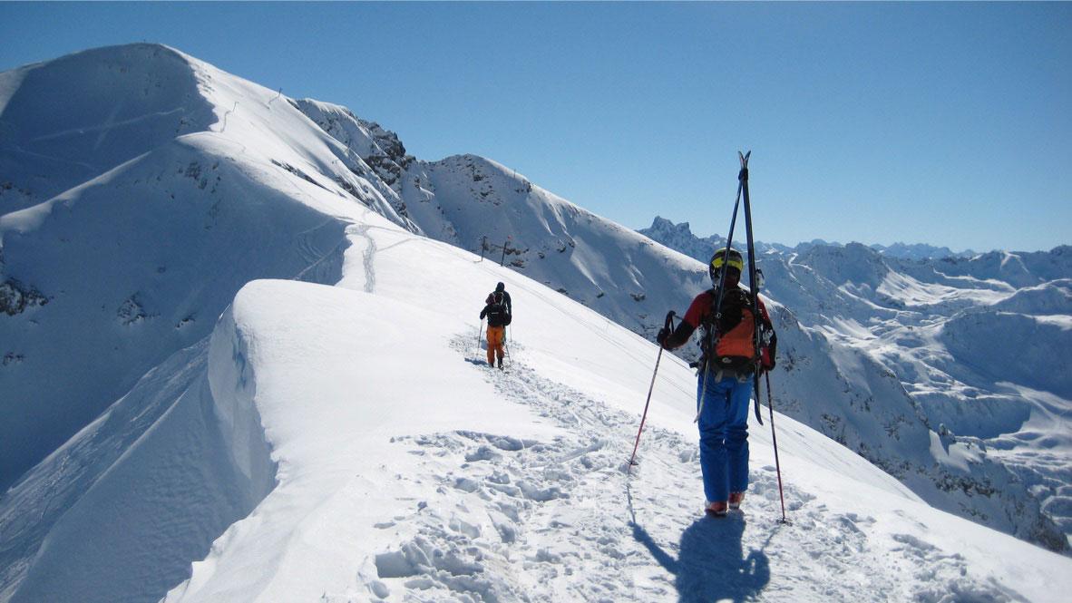 Carolin-Laske-munichmountaingirls-Freeridetour-zur-Antenne-am-Arlberg