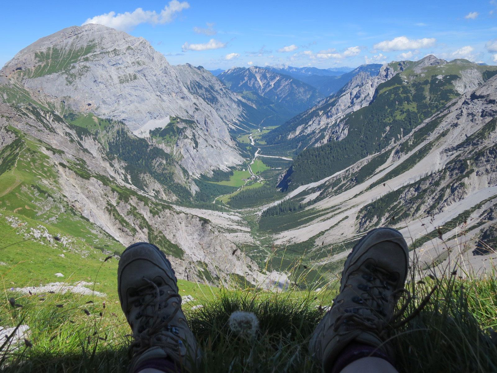 munichmountaingirls-bergblog-muenchen-julia-eisenhardt-wandern-karwendel-blick-aussicht-wanderung