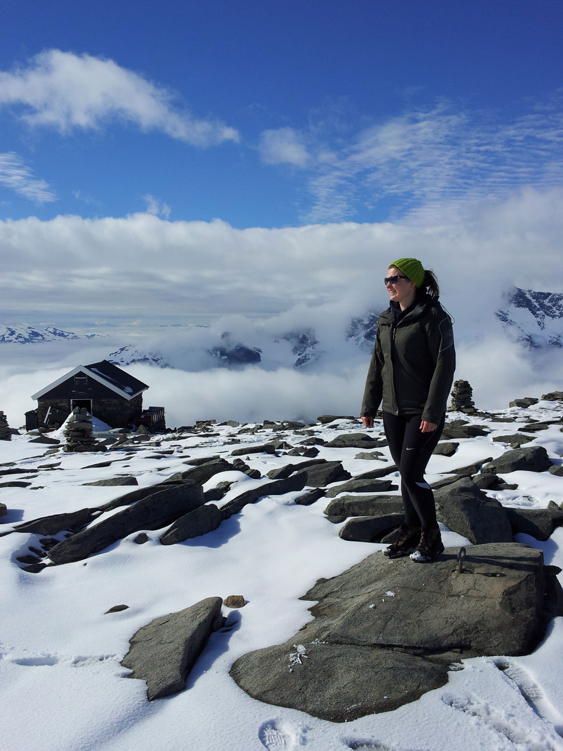made-ziius-munichmountaingirls-wandern-norwegen-berg-Fannaraki