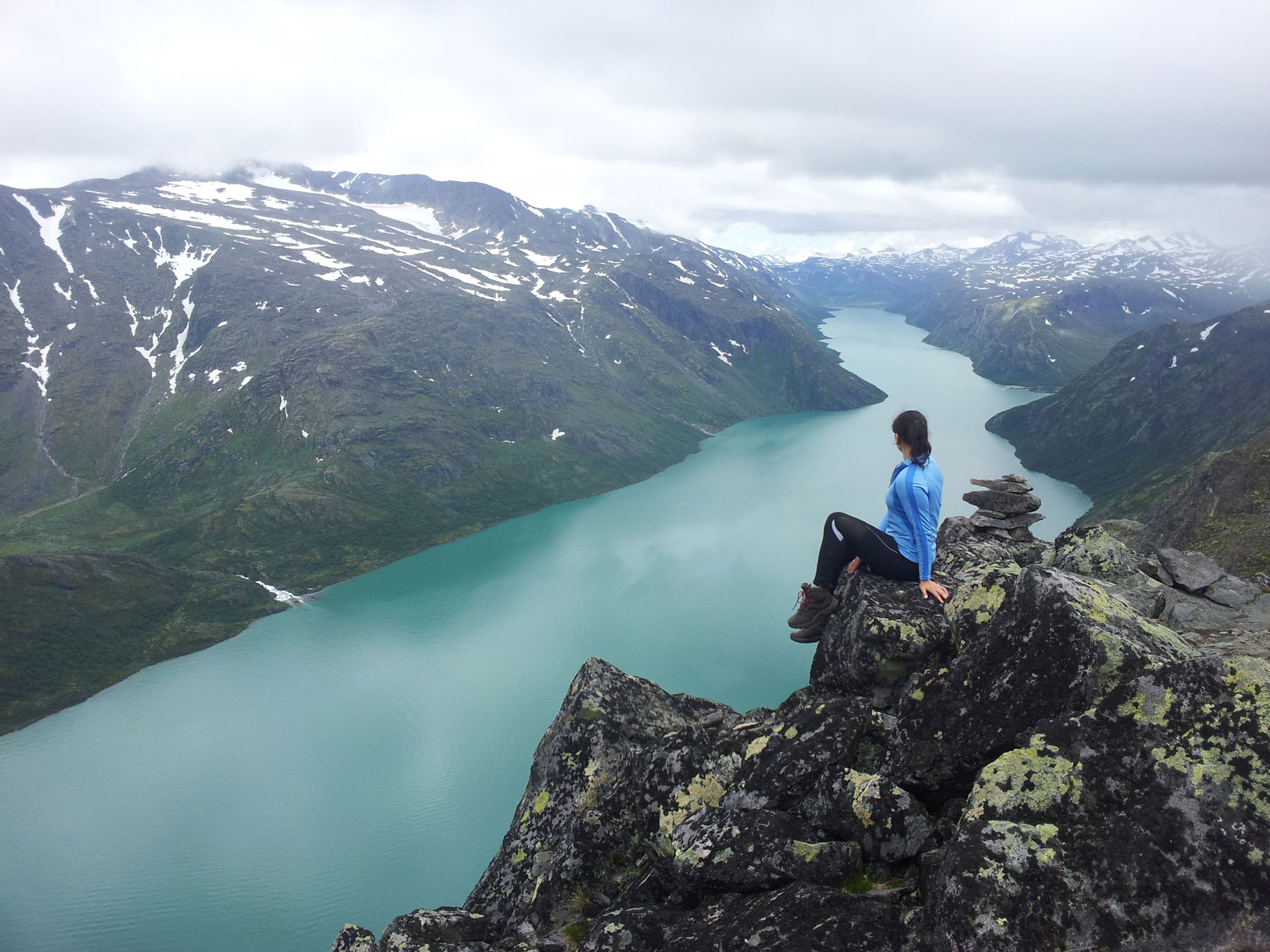 made-ziius-munichmountaingirls-wandern-norwegen-besseggen-fjord