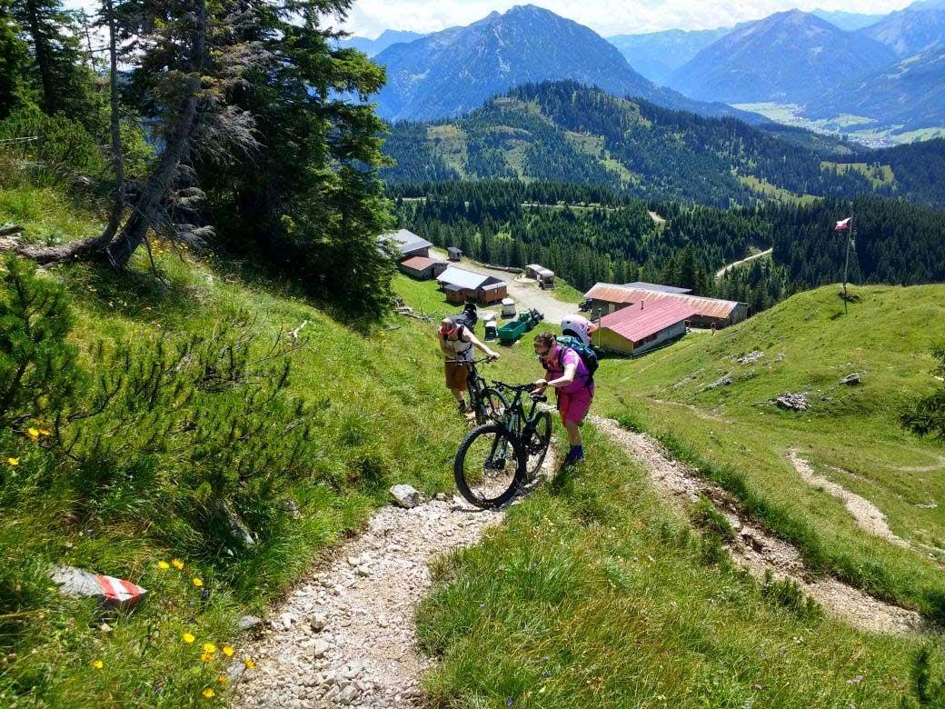munichmountaingirls-bergblog-frauen-nina-schwind-mountainbiken-Trail_Blaubergalm_Kreuth