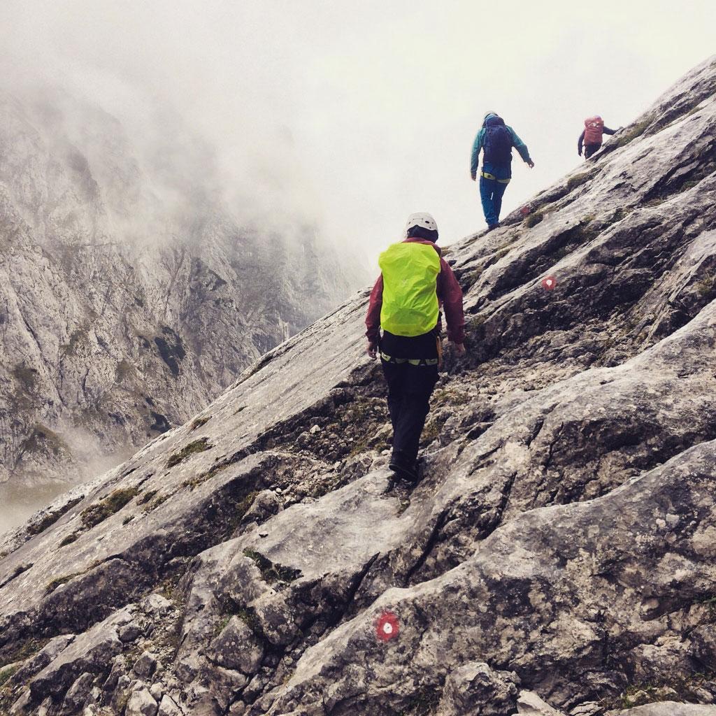 Carolin-Laska-munichmountaingirls-Ellmauer-Tor-Kaisergebirge-Klettersteig