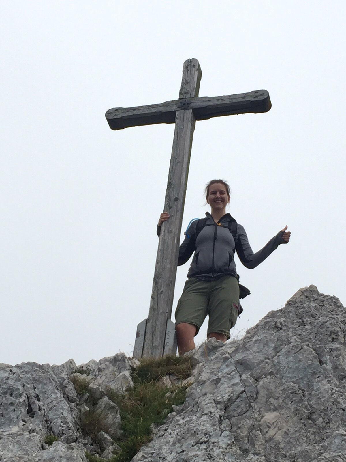 bea-froehlich-wandern-tour-Lacherspitze-gipfelkreuz