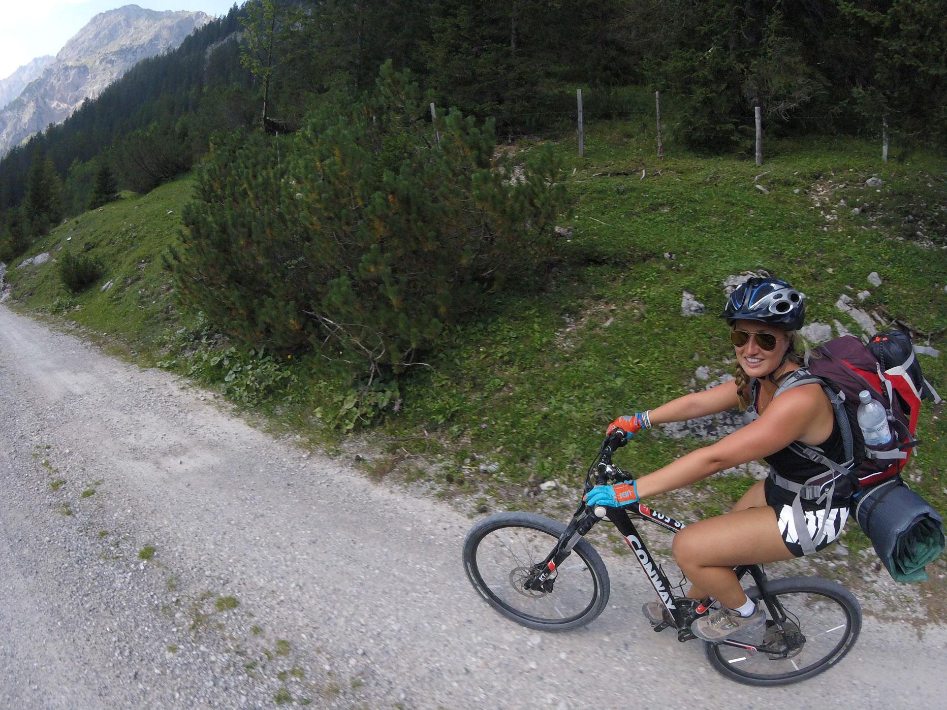 munichmountaingirls-evemuc-eva-schuler-wandern-Birkkarspitze-Bike-Hike