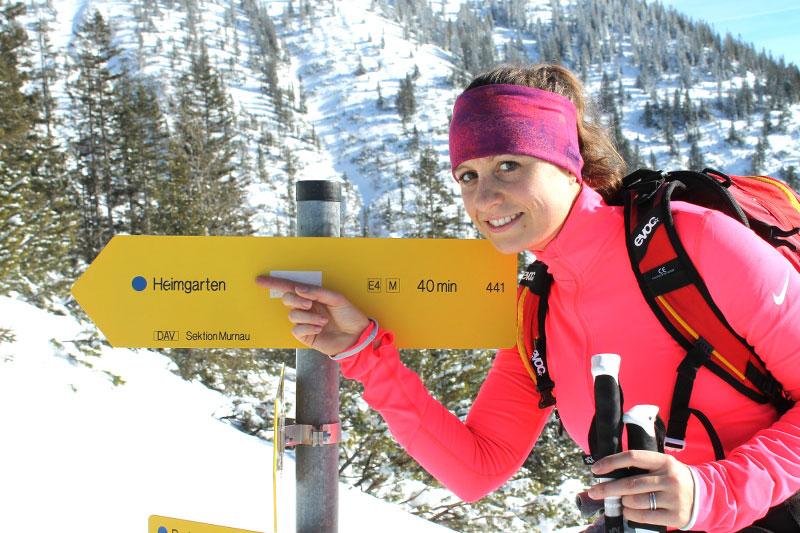 bergtouren wildandfit-skitour-heimgarten-schild-aufstieg-munichmountaingirls