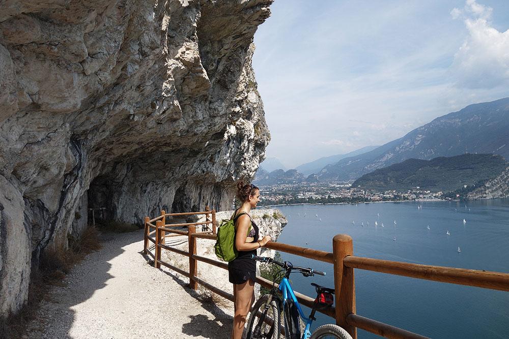 munichmountaingirls-wildandfit-gardasee-gardatrentino-italien-sommer-bike