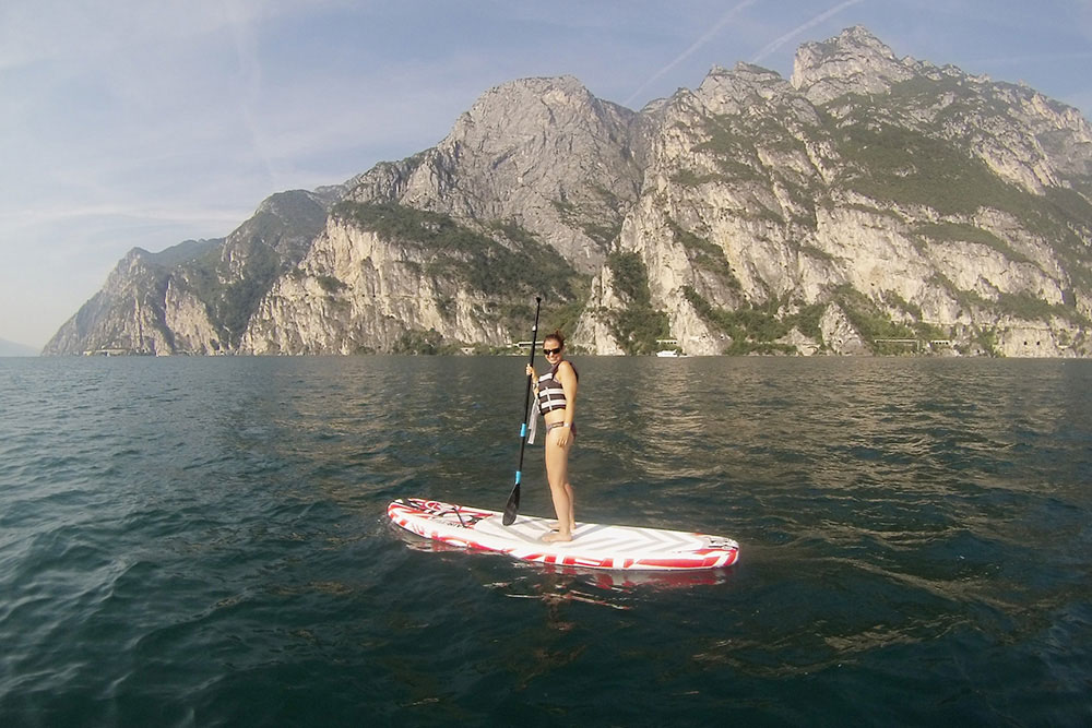 munichmountaingirls-wildandfit-gardasee-gardatrentino-italien-sommer-sup-stand-up-paddle