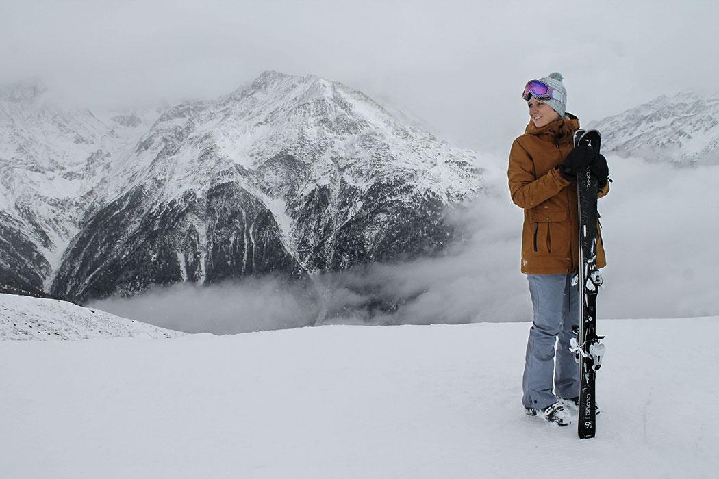 wildandfit-kate-koenigsberger-munichmountaingirls-ski-fahren-snowboard-soelden-gletscher-oesterreich-oneill-hybrid-jacke