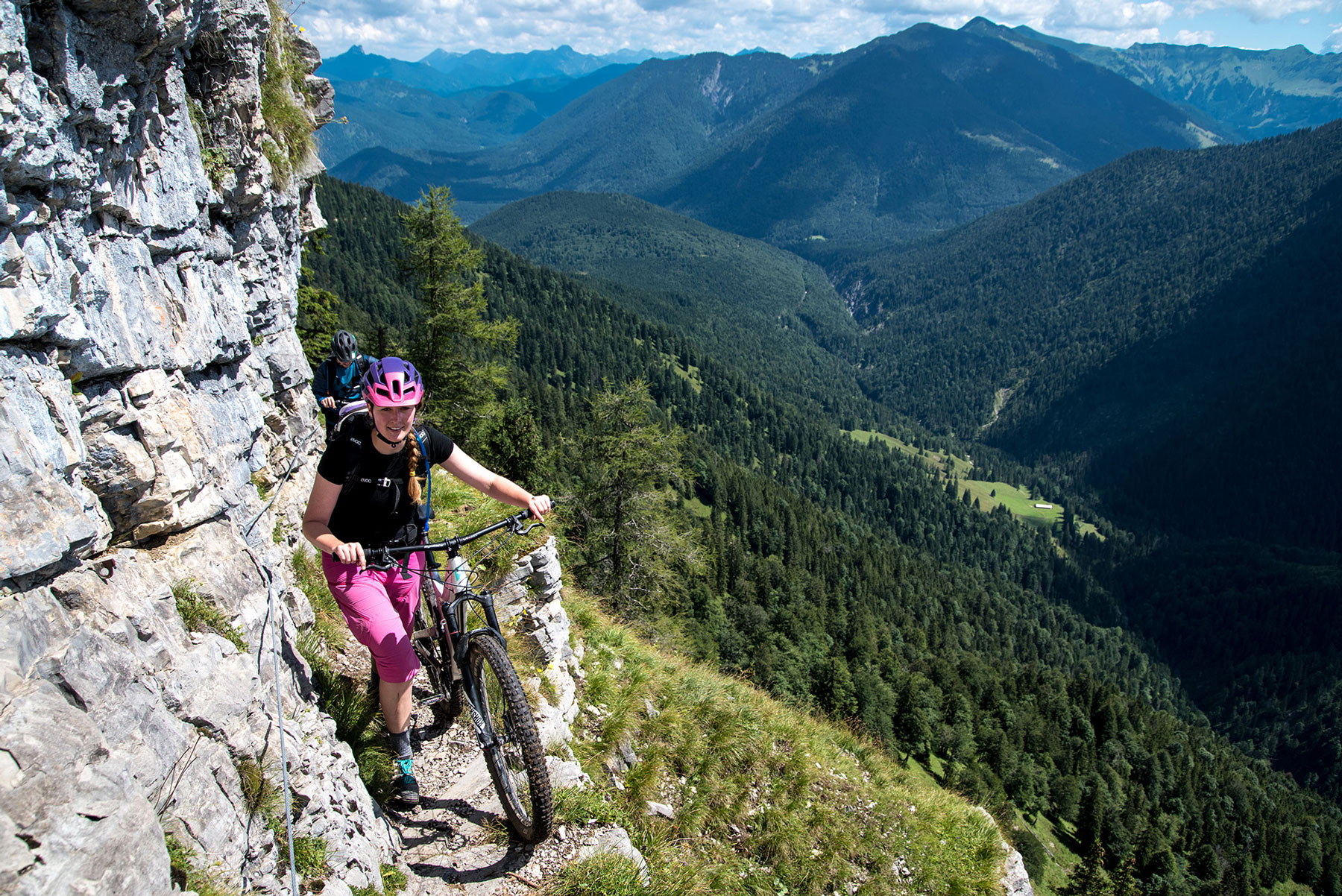 lisa-amenda-munichmountaingirls-Mountainbiken-mtb-foto-Tassilo-Pritzl