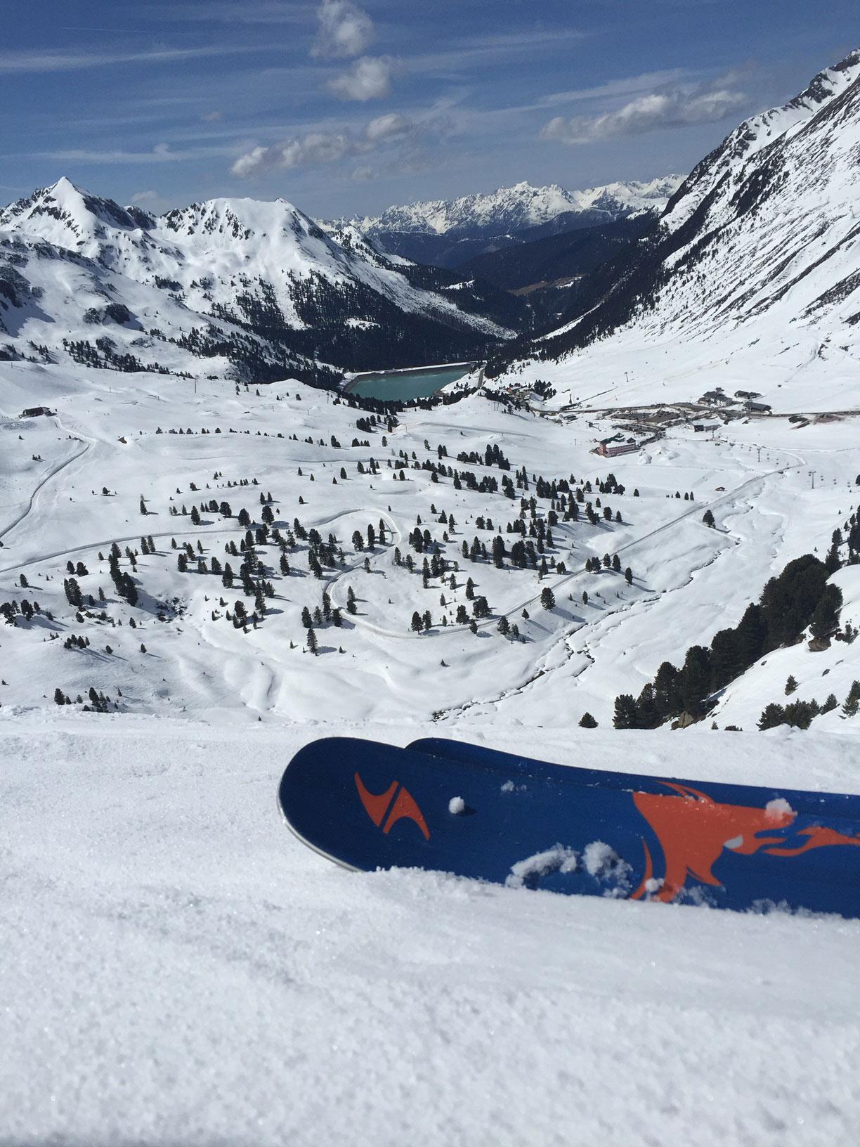 lisa-amenda-munichmountaingirls-skifahren-kuehtai-schnee-bild