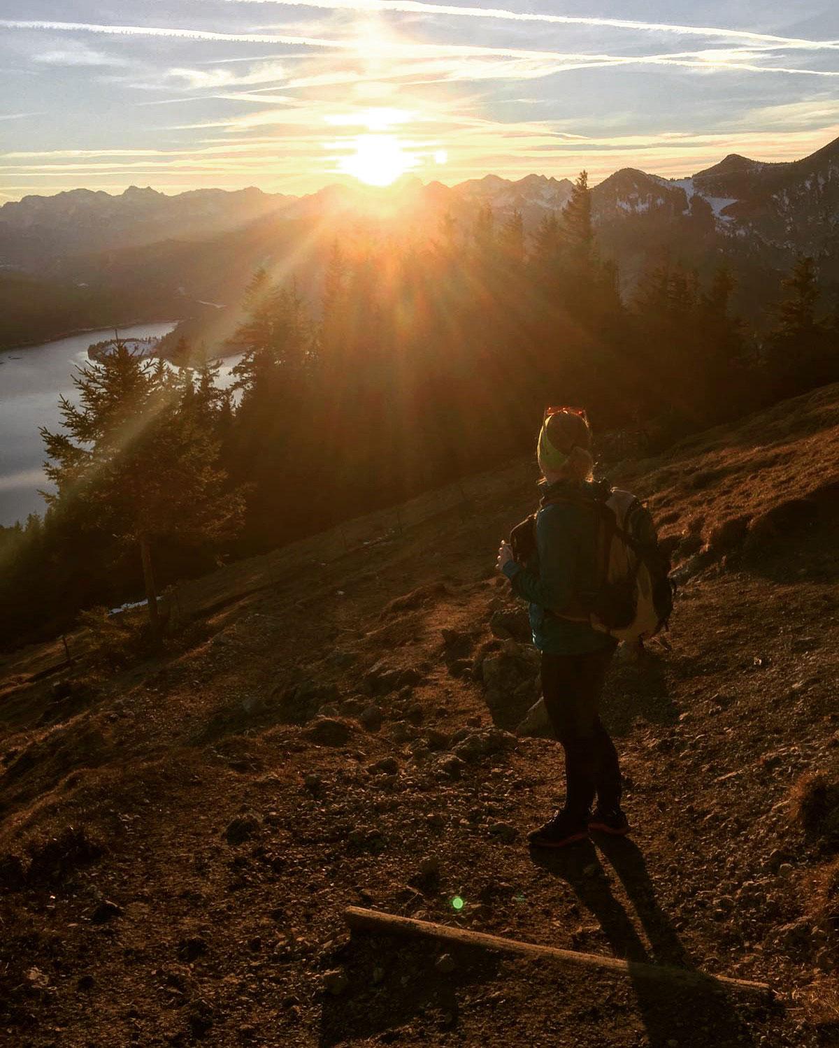 munichmountaingirls-bergblog-muenchen-julia-eisenhardt-wandern-karwendel-sonnenuntergang-jochberg-wanderung