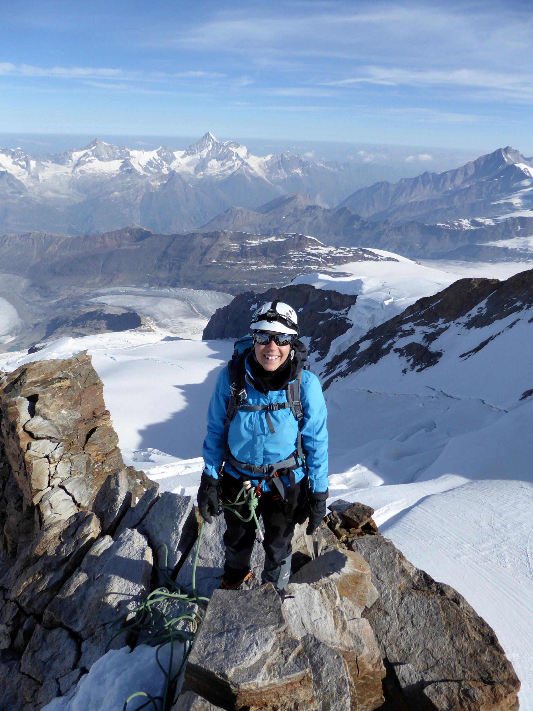 munichmountaingirls-melanie-brem-bergsteigen-schnee-hochtour-kurz-vor-dem-Gipfel-Dufourspitze