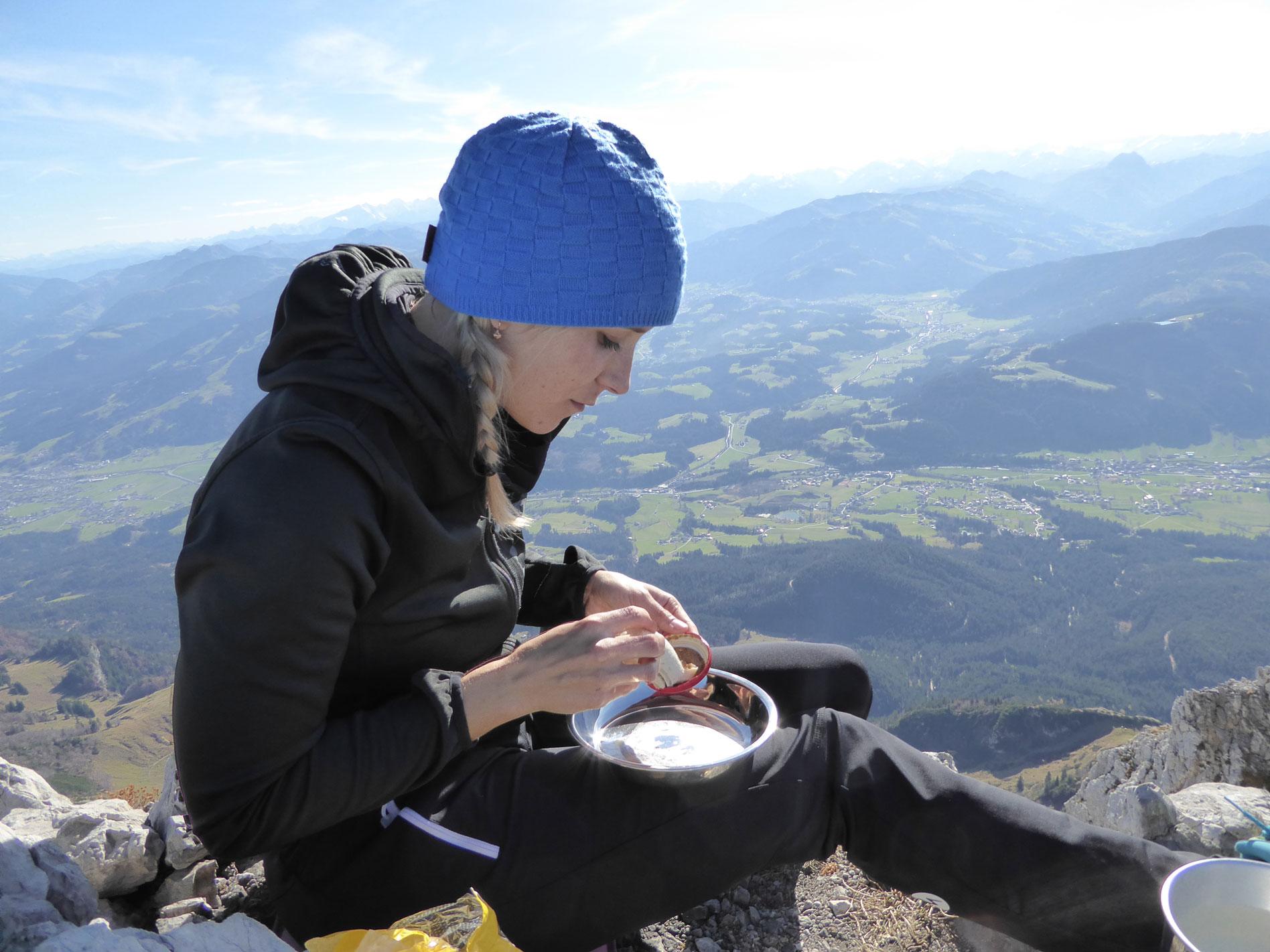 munichmountaingirls-melanie-brem-bergsteigen-weisswuerste-Gipfel-im-Kaisergebirge