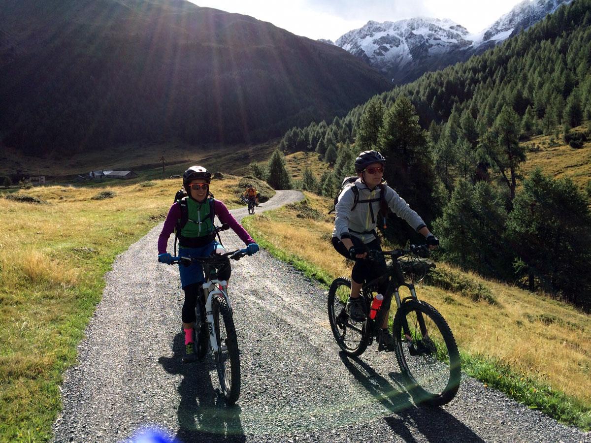 munichmountaingirls-lieberdraussen-bergblog-frauen-berge-melanie-barbara-biken-transalp