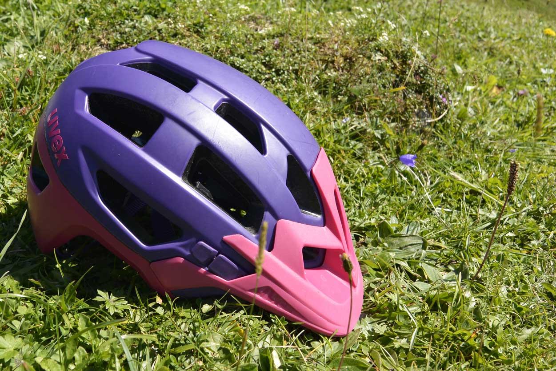 munich-mountain-girls-mtb-ausruestung-frauen-mountainbiken-bike-uvex-helm