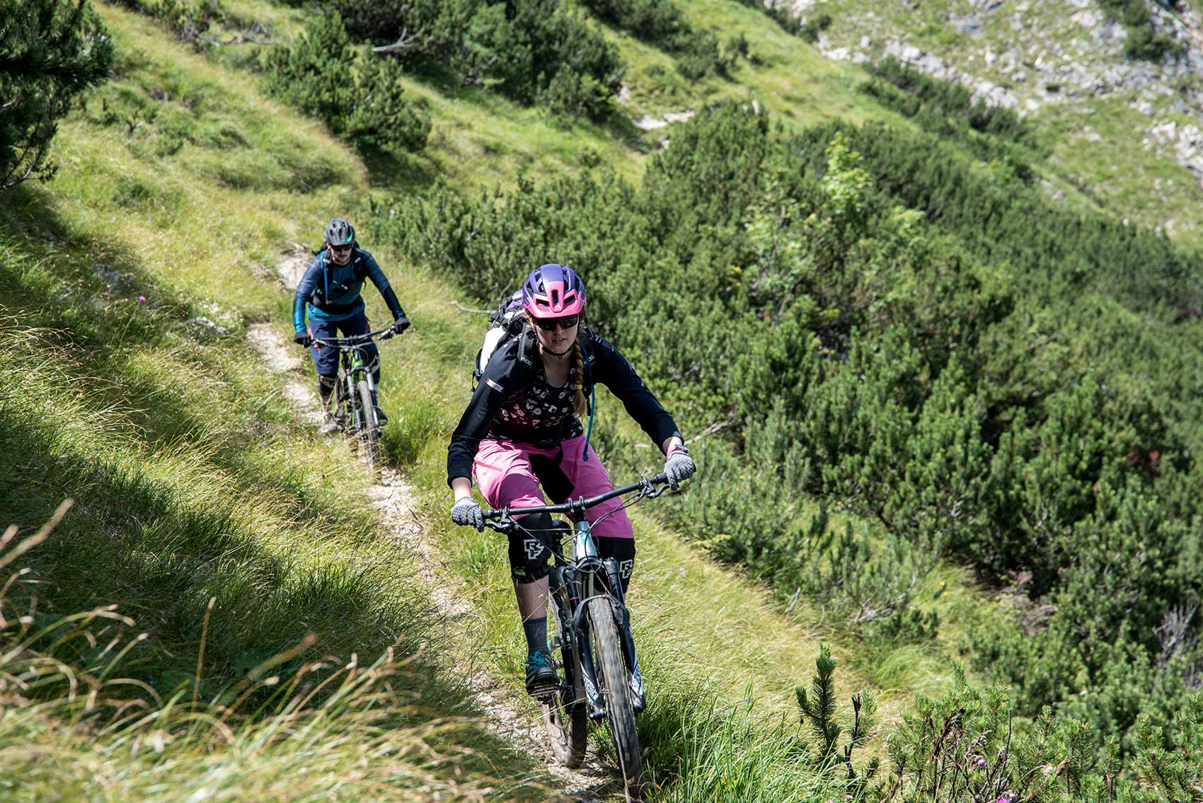 munich-mountain-girls-mtb-ausruestung-frauen-mountainbiken-damen-tassilo-pritzl