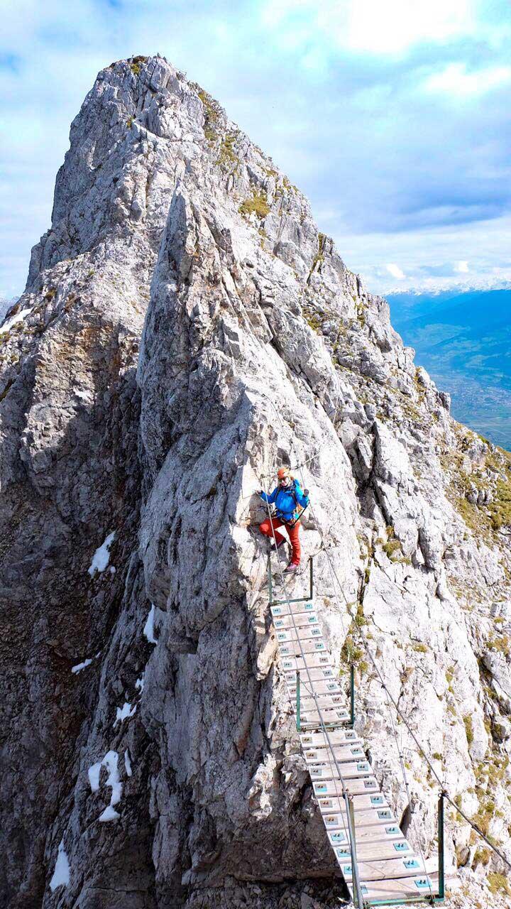 innsbrucker-panorama-klettersteig-munichmountaingirls-tourenbericht-klettersteig-haengebruecke