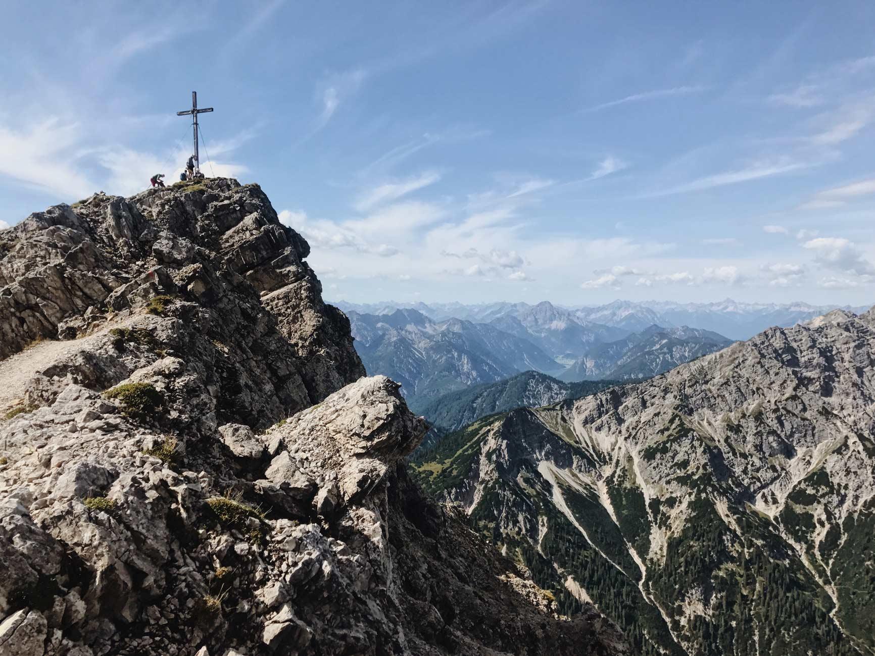 laura-schloemmer-kreuzspitze-bergsteigen-wandern-munichmountaingirls-frauen-bergblog