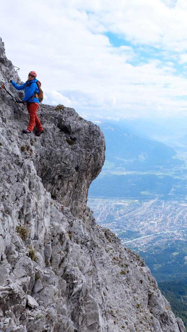 munichmountaingirls-katharina-marlene-tvb-innsbruck-nordkette-klettersteig-gehen