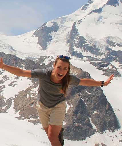 closeup-munichmountaingirls-berg-blog-frauen-julia-topp-wandern-hochtour-bernina-runde-diavolezza-bernina-gletscher