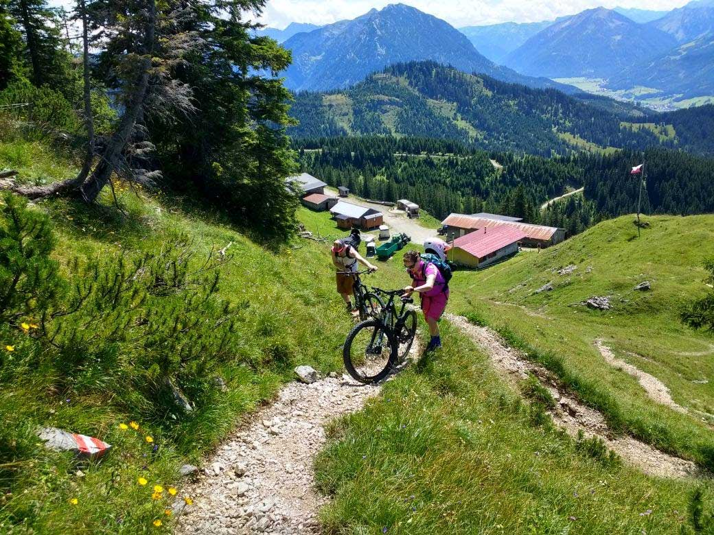 munichmountaingirls-bergblog-frauen-nina-schwind-mountainbiken-Trail_Blaubergalm_Kreuth