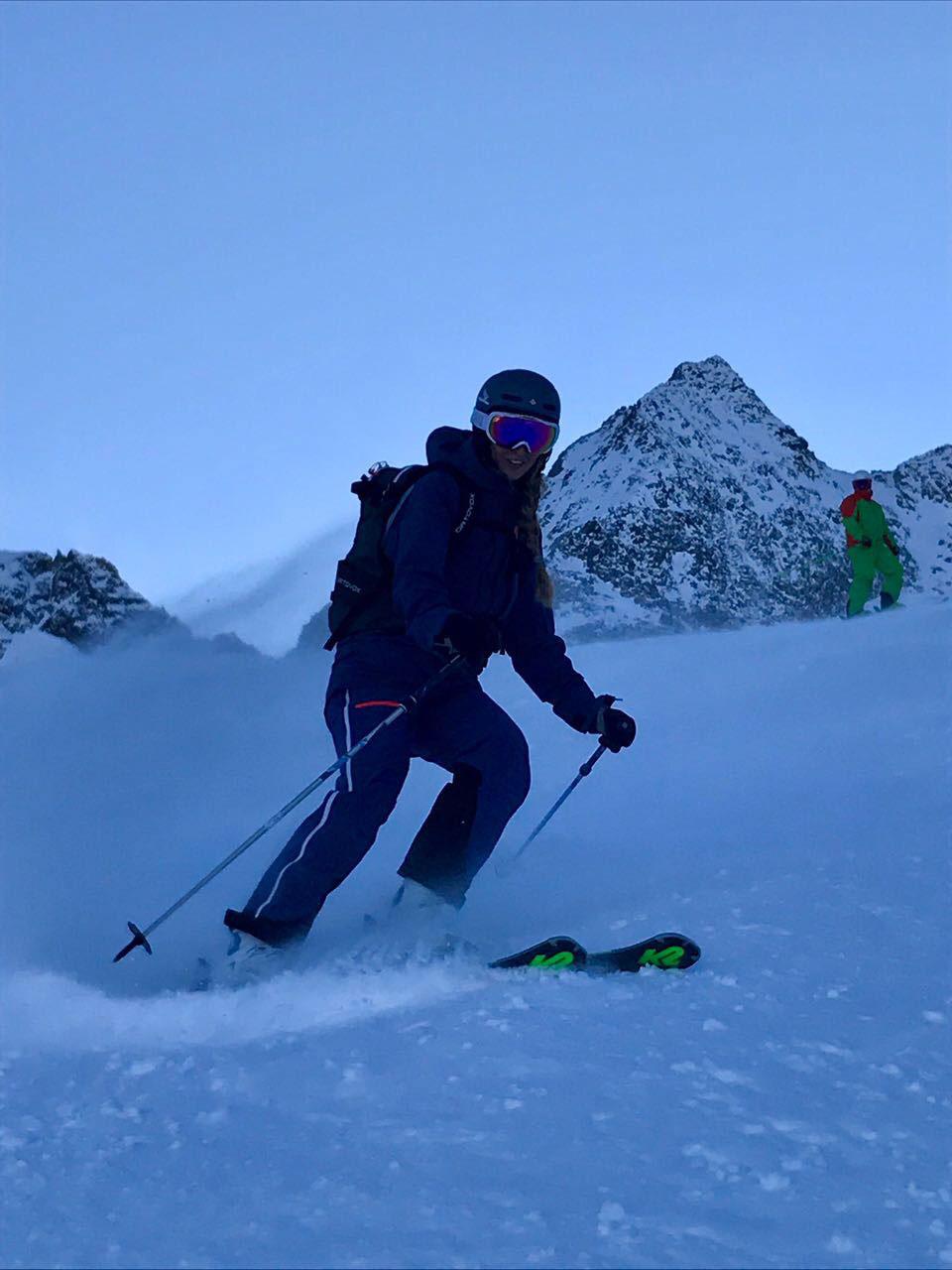 munichmountaingirls-laura-skifahren-flixbus-3-flixaufdiepiste-stubaier-gletscher