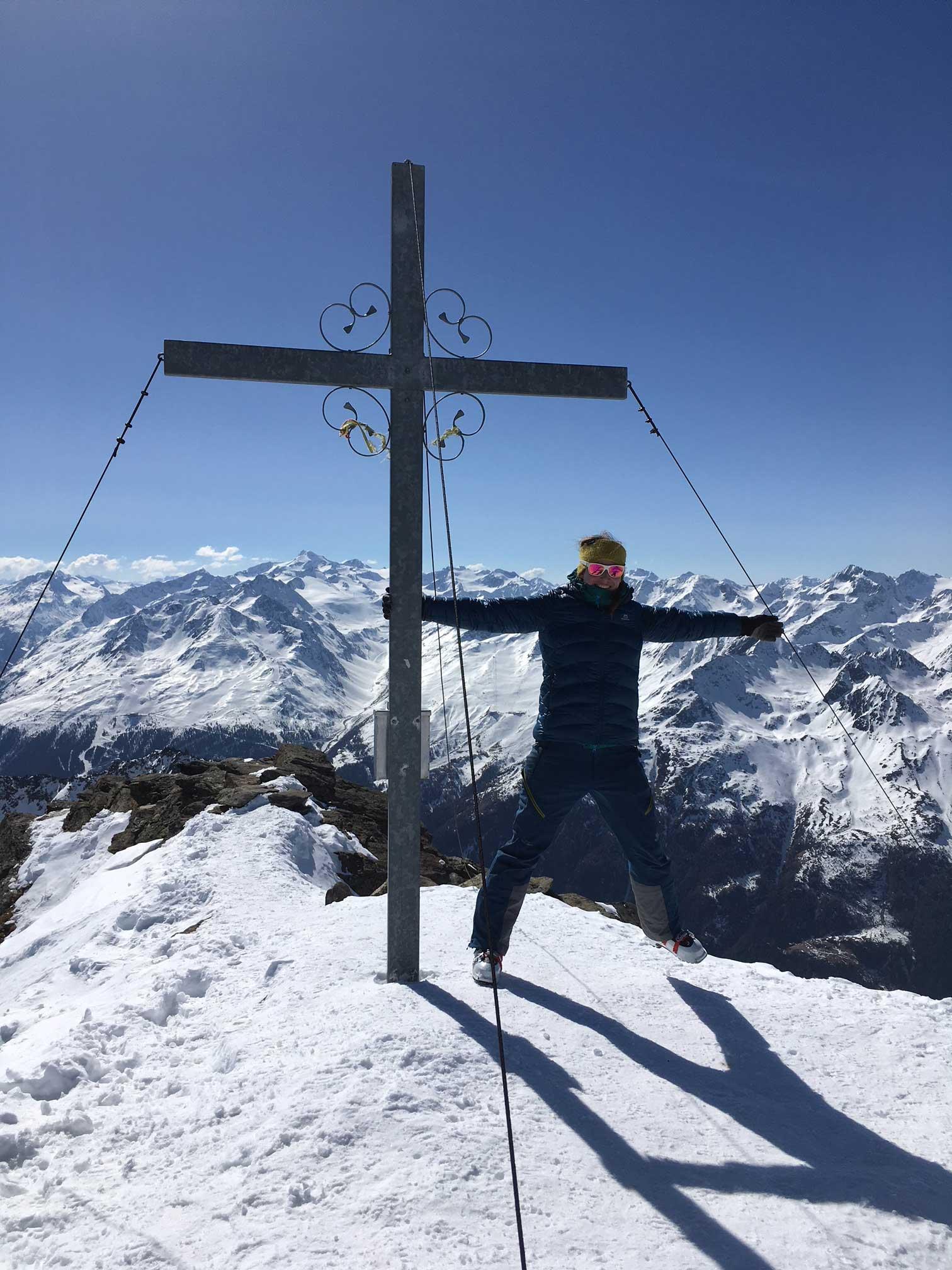sandra-neumann-munichmountaingirls-skitouren-gehen-Kuhscheibe-gipfel-oetztaler-Alpen