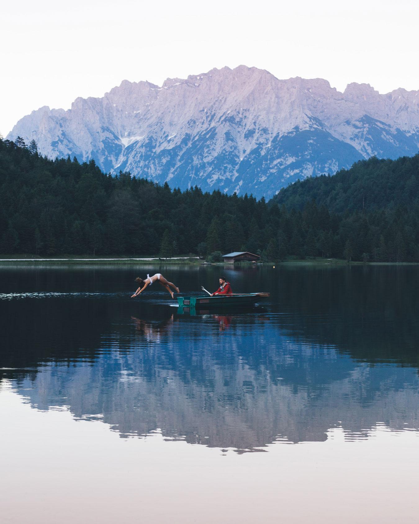 liz-kellerer-munichmountaingirls-schwimmen-bergsee-ferchensee