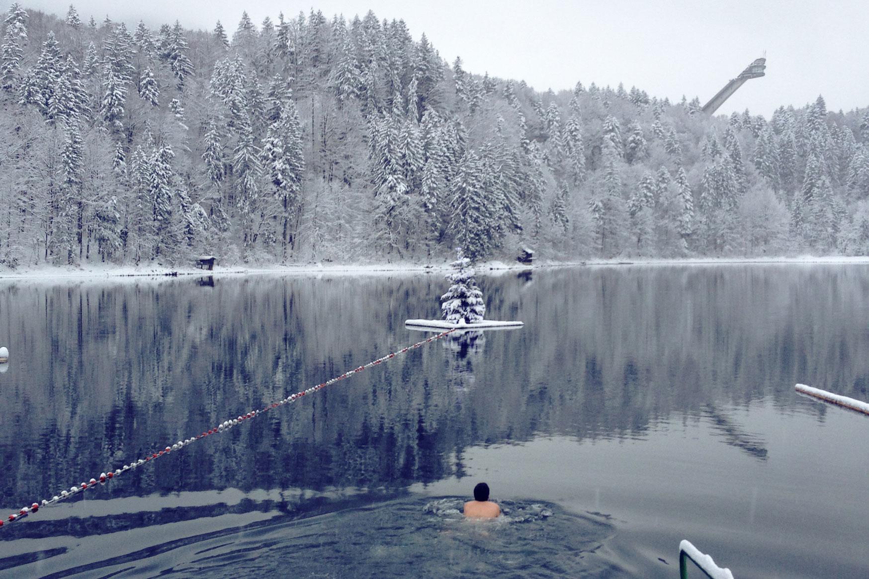 liz-kellerer-munichmountaingirls-winter-schwimmen-freibergsee