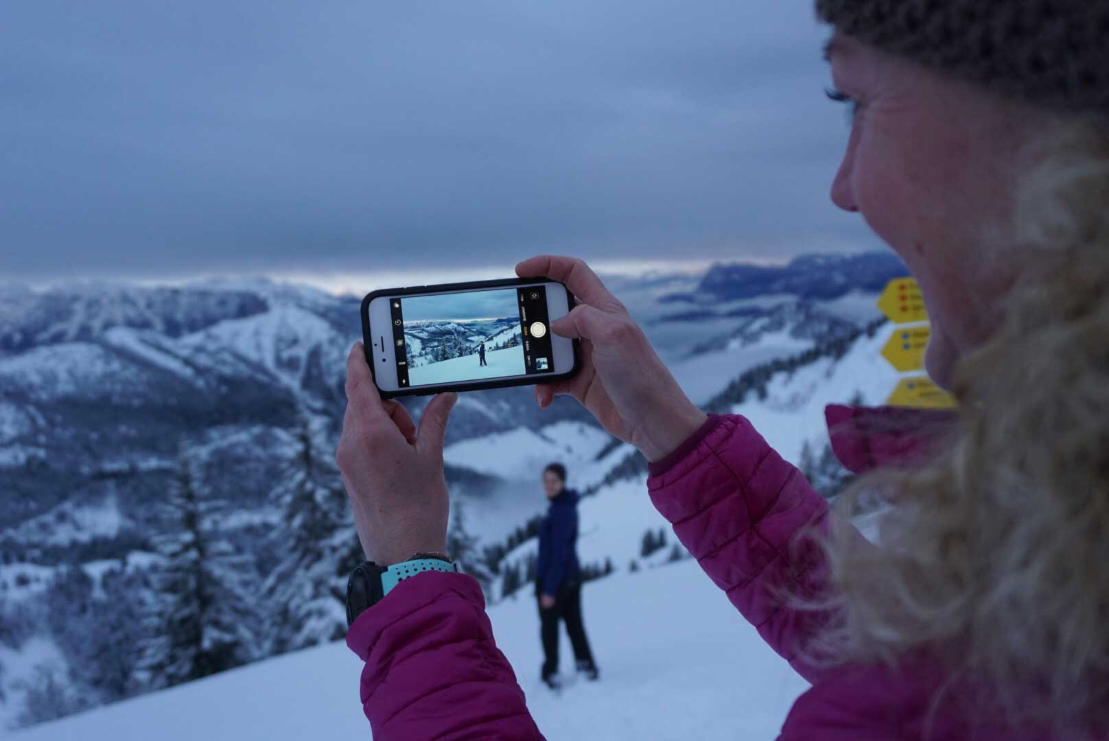 munich-mountaingirls-nicole-winterwandern-sonnenaufgang-wandern-hochries-chiemgau