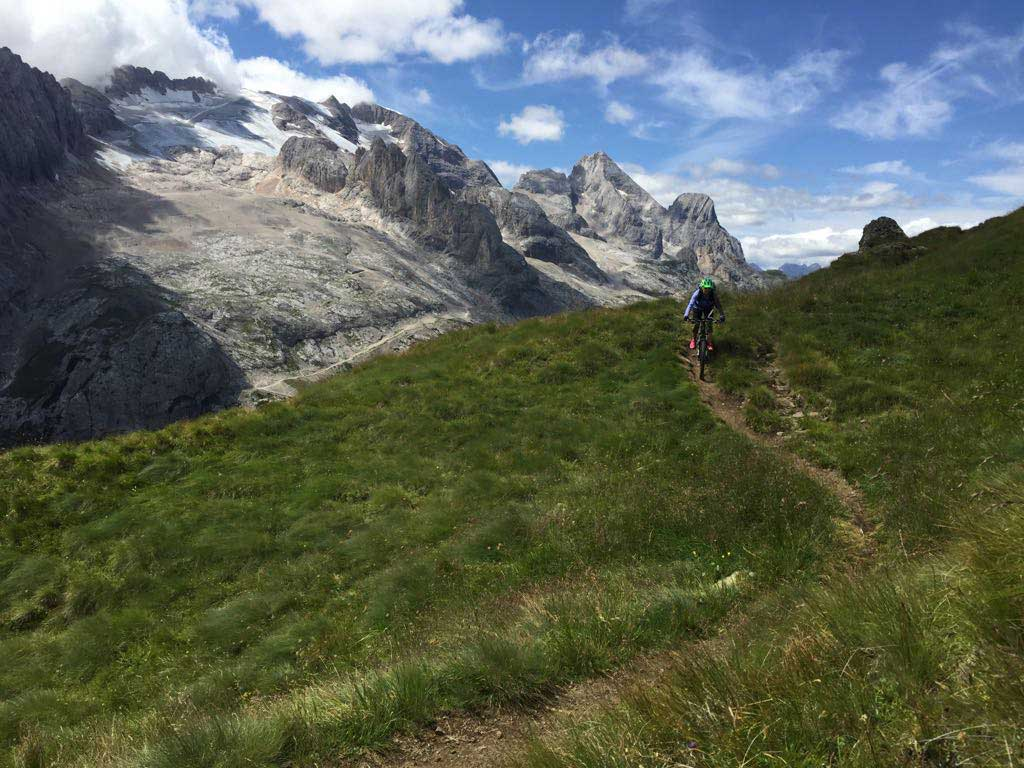 single-trail-MTB-dolomiten-Ada-Jaszczynska-munichmountaingirls