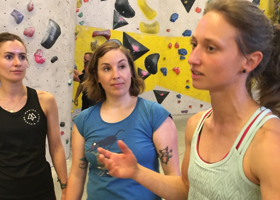 bouldern-moni-retschy-munichmountaingirls-connie-nina