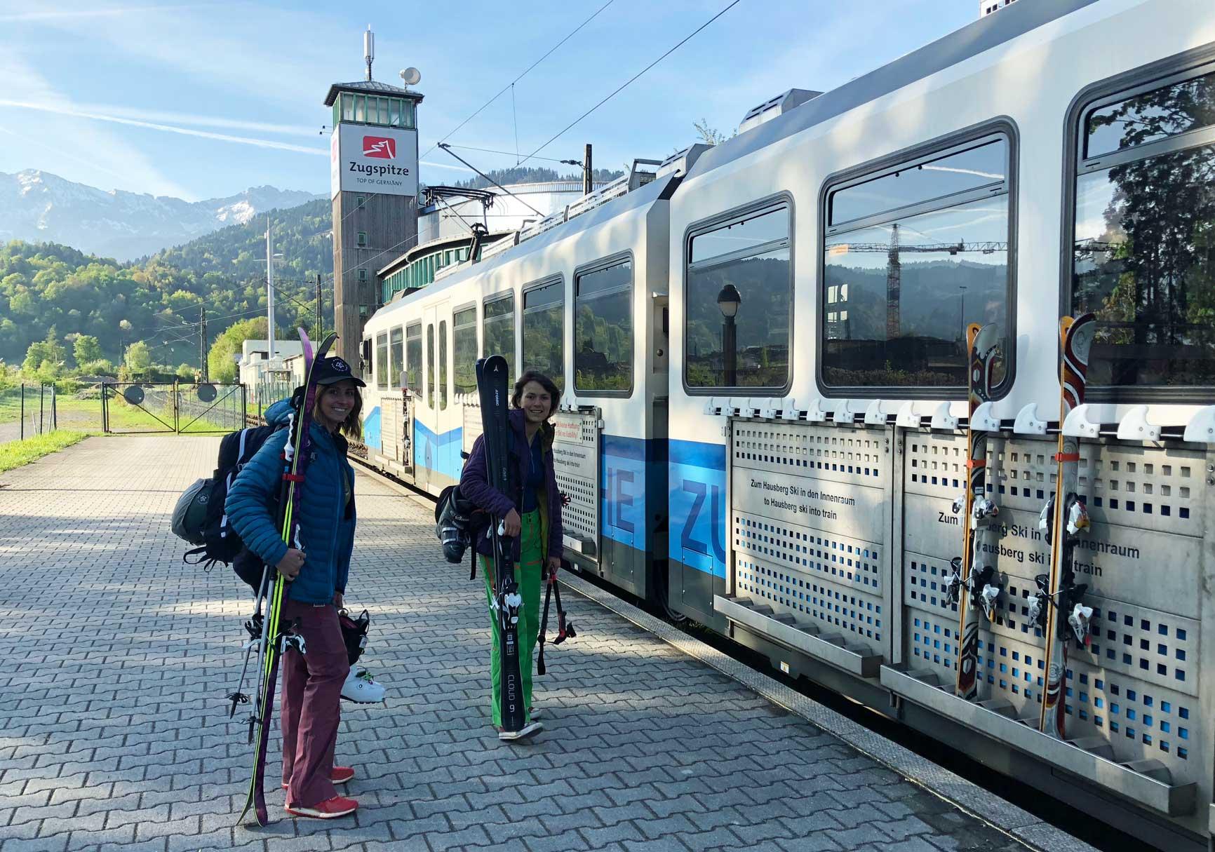 mit-dem-zug-skifahren-zur-zugspitze-munichmountaingirls