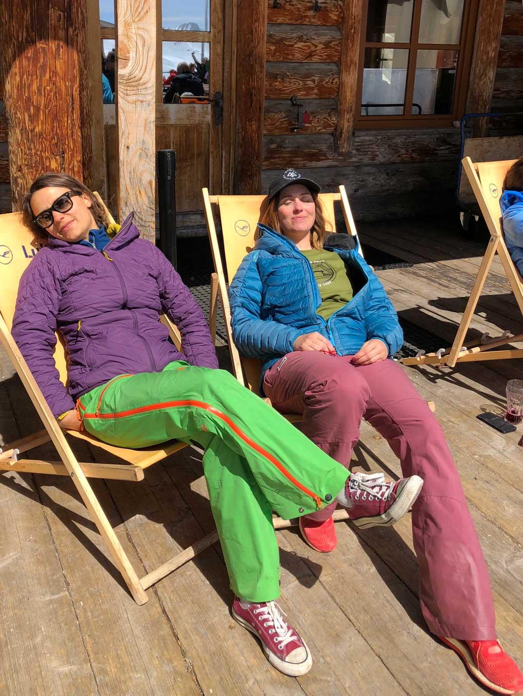 mit-der-bahn-zum-skifahren-sonnen-munichmountaingirls