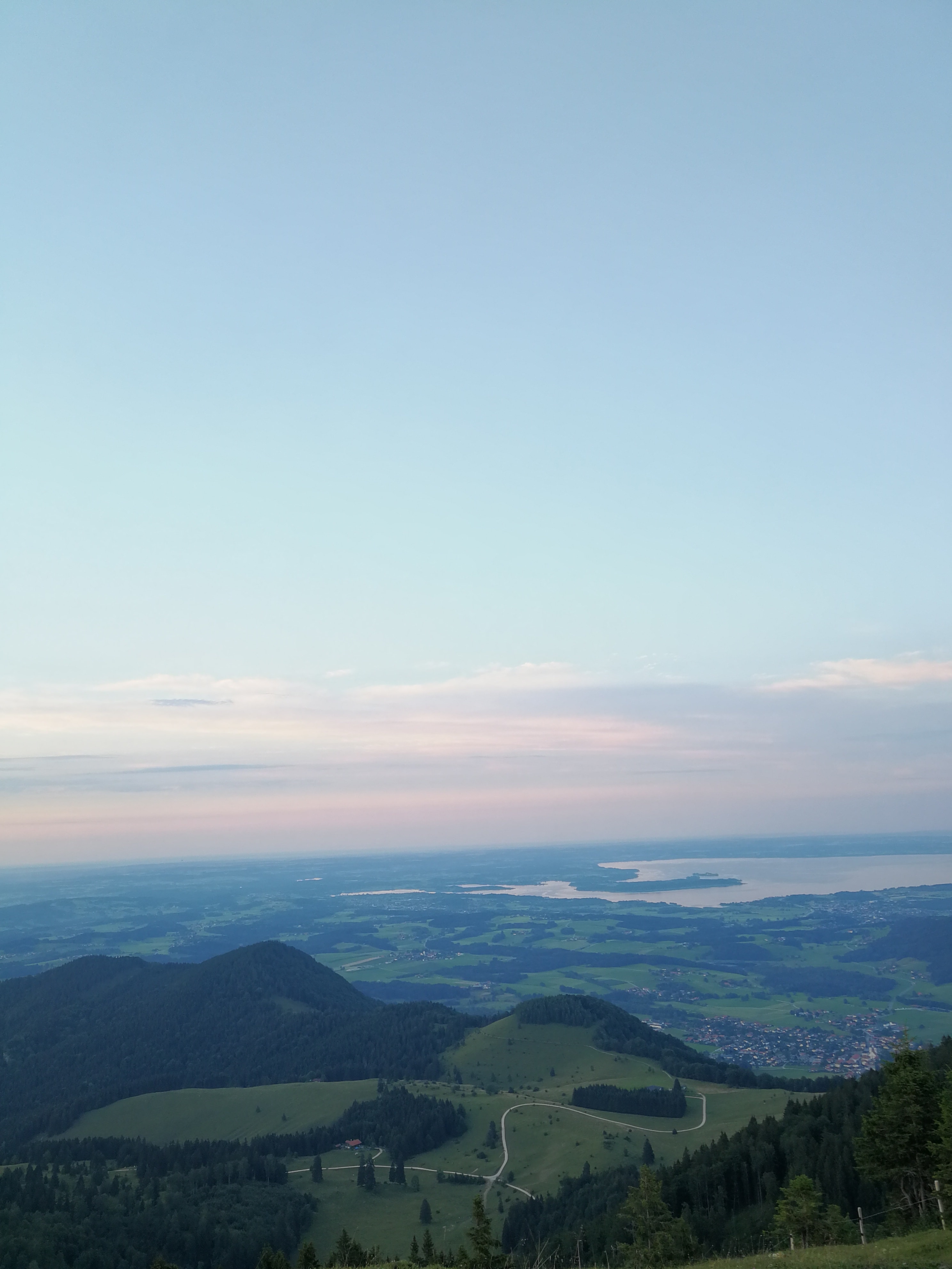 Laubenstein Wanderung Gipfelkreuz Daemmerung