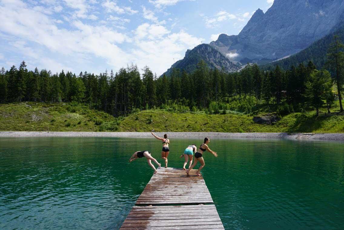 bergsee-schwimmen-munichmountaingirls-tirolzer-zugspitzarena-kooperation
