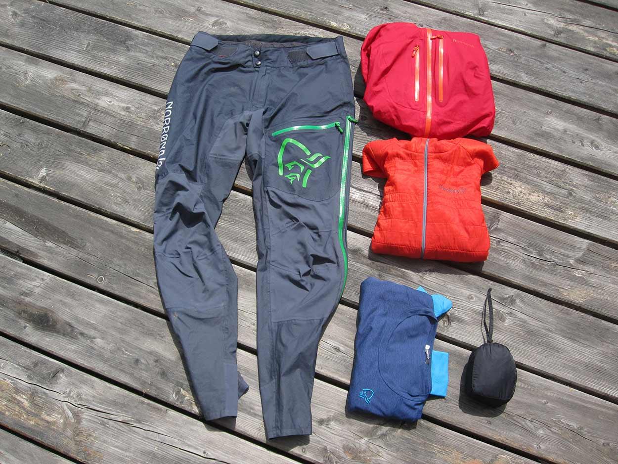 Mountainbike Packliste Bekleidung Regenbekleidung