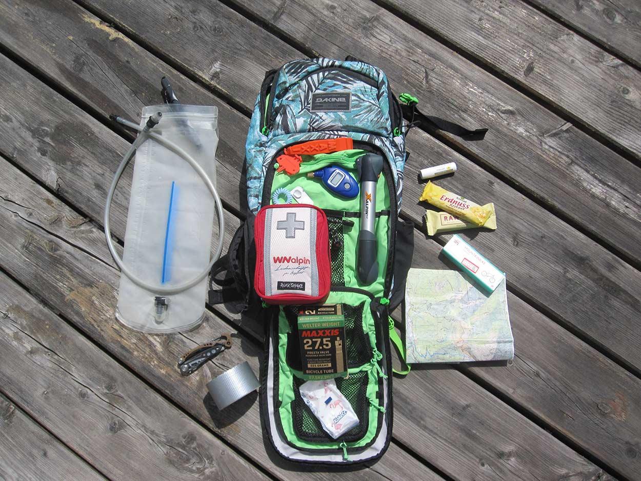Mountainbike Packliste Rucksack Ausrüstung