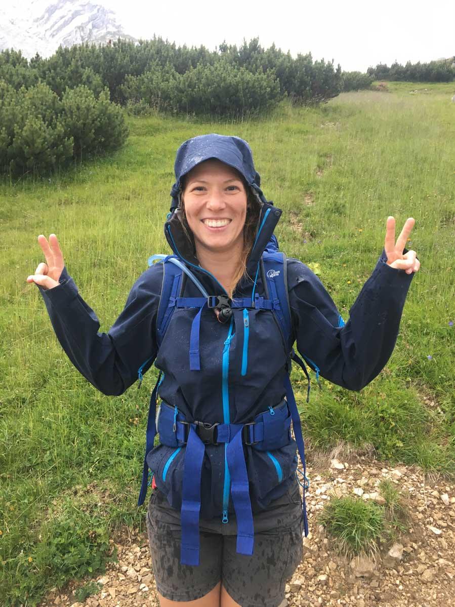 munichmountaingirls-bergzeit-alpincamp-Andrea-kann-auch-bei-Regen-kann-Spaß-haben
