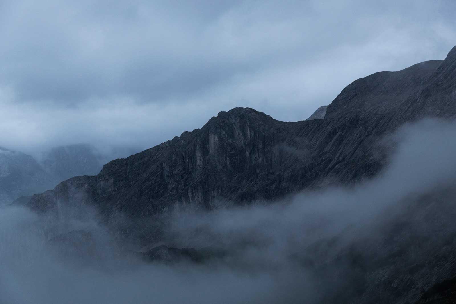 munichmountaingirls-bergzeit-alpincamp-Nebel-um-den-Bernadeinkopf-am-frühen-Morgen
