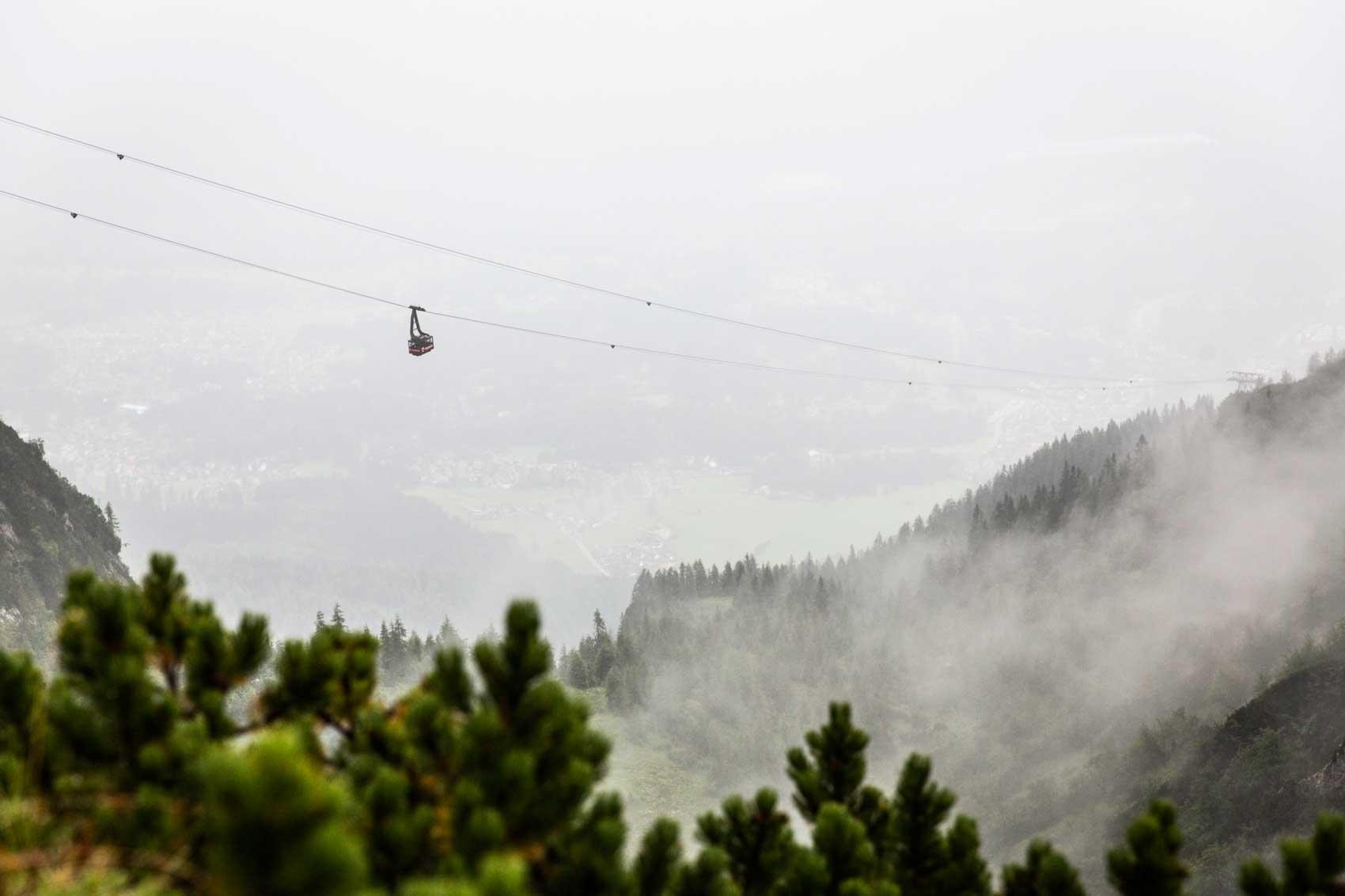 munichmountaingirls-bergzeit-alpincamp-morgendliche-Stimmung-an-der-Bergbahn