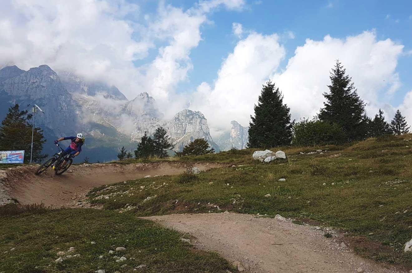lina-fischer-mountain-biken-molveno-bike-camp-munichmountaingirls