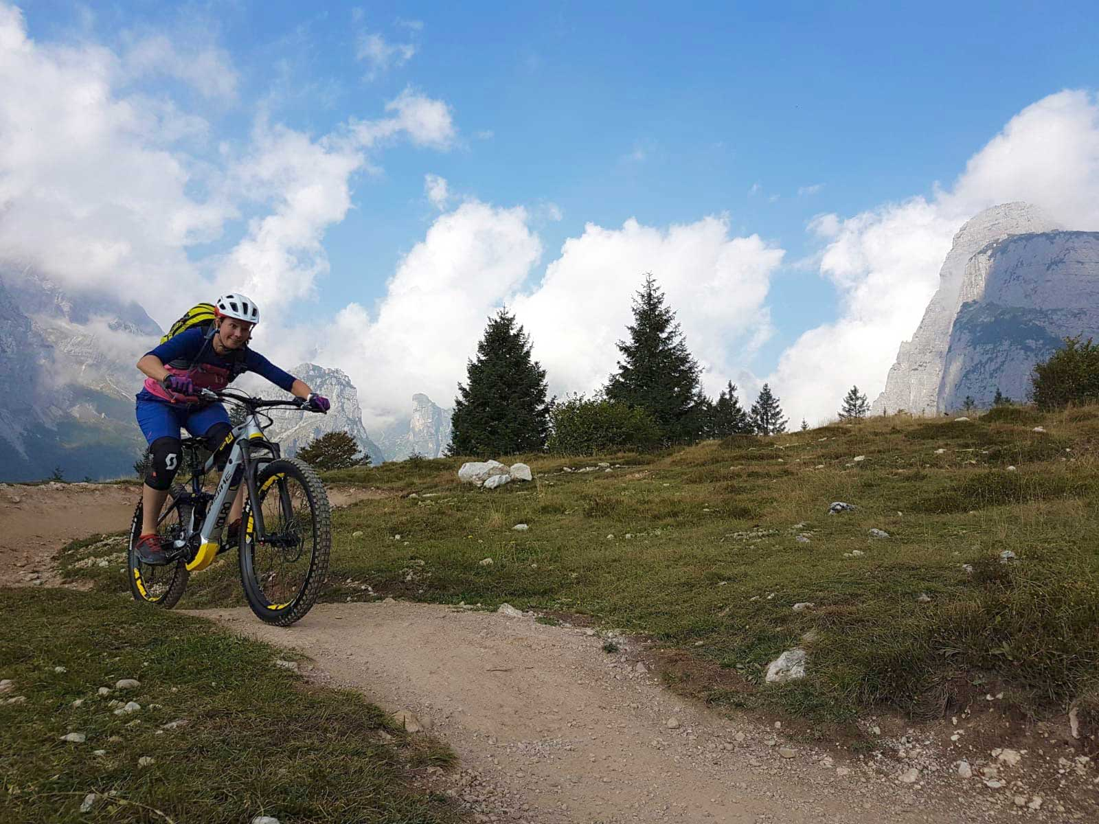 lina-fischer-mountainbiken-molveno-bike-camp-munichmountaingirls