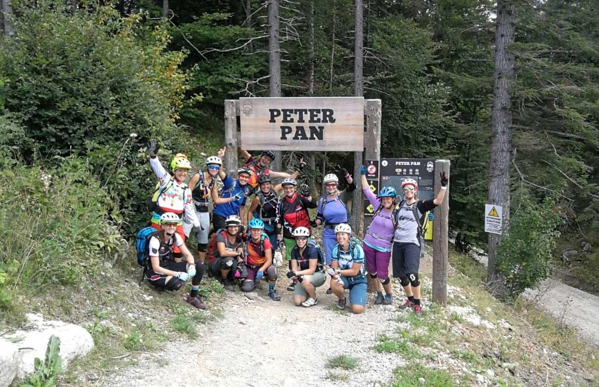 mountainbiken-technik-lernen-peter-pan-trail-mountain-biken-molveno-bike-camp-munichmountaingirls