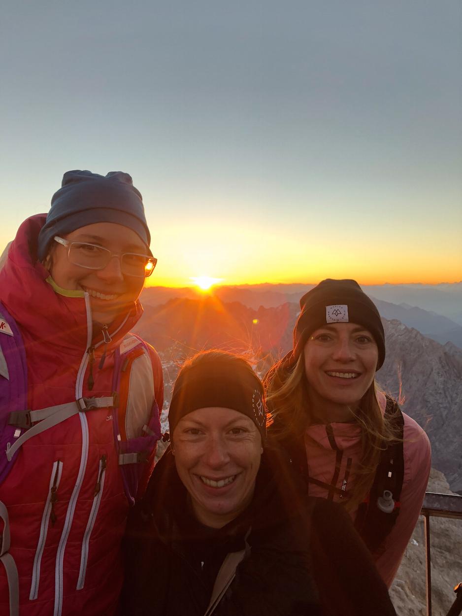Trailrunning Tiroler Zugspitz Arena Munich Mountain Girls Sonne