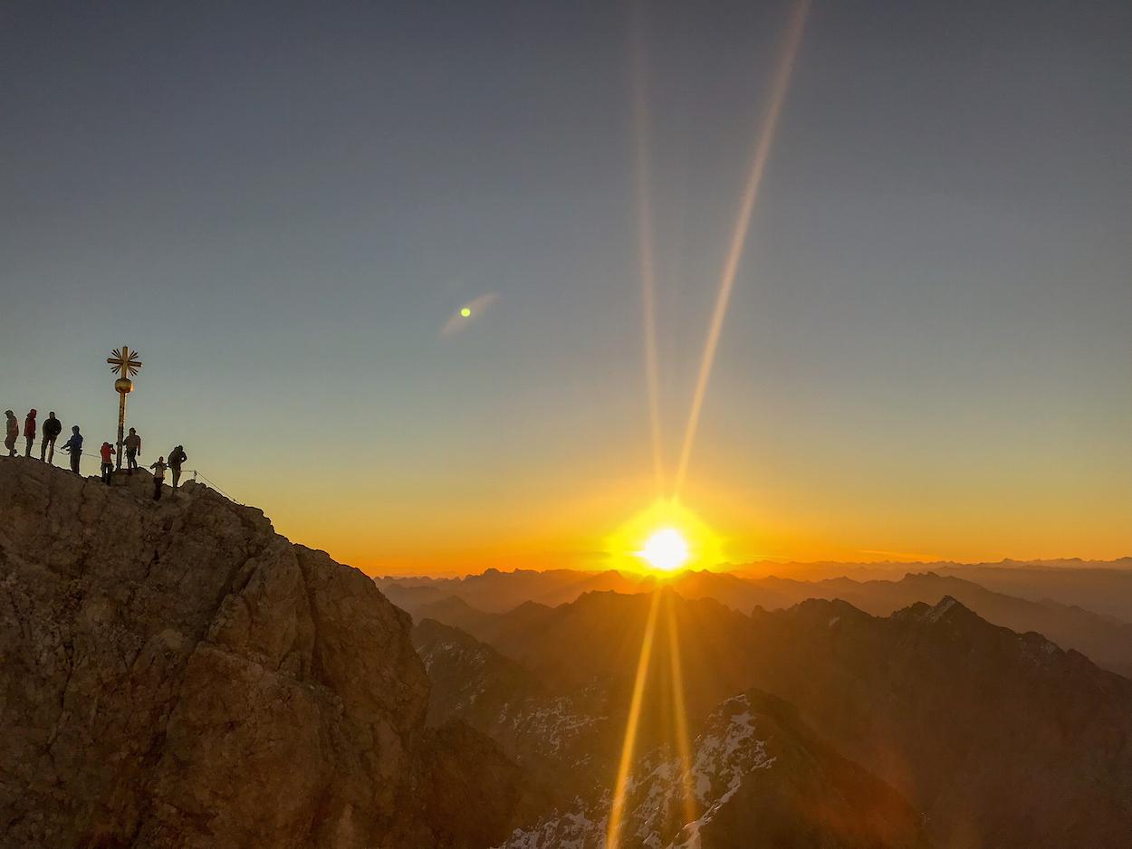 Trailrunning Tiroler Zugspitz Arena Munich Mountain Girls Bogen Sonnenaufgang