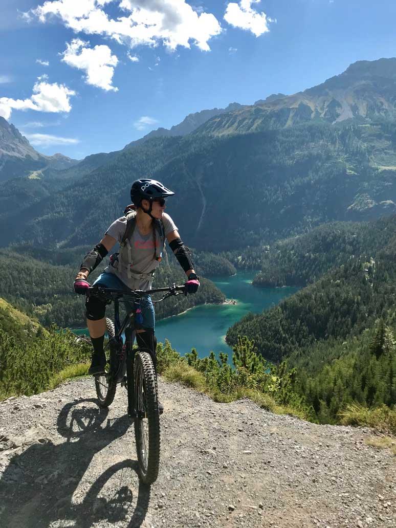 meike-ausblick-mountainbiken-tiroler-zugspitz-arena-munichmountaingirls