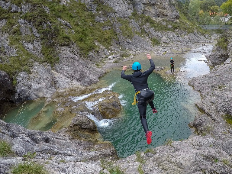 tza_action_munichmountaingirls_canyoning_Anja_Melanie