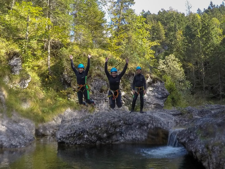 tza_action_munichmountaingirls_canyoning_Anja_Melanie_Bea4