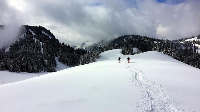 Munich Mountain Girl Dana Schultchen mit den Schneeschuhen zum Laubenstein Tourentipp